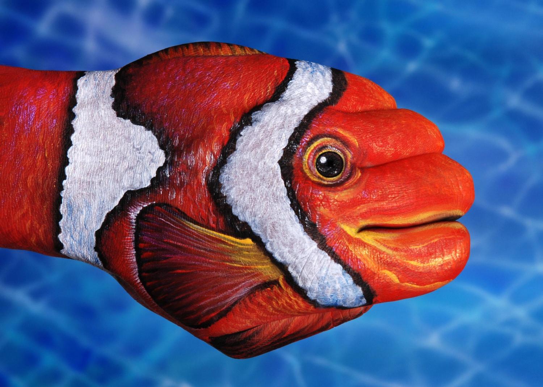 Рыбки боди-арт на руках